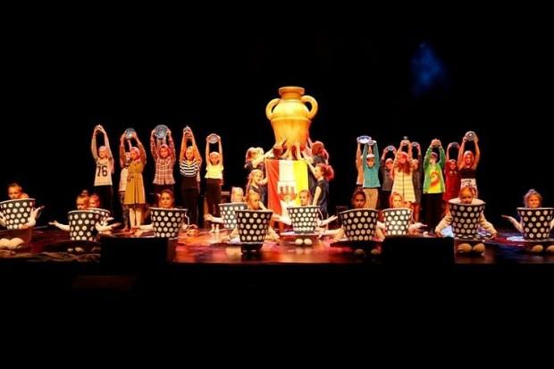Taneczna opowieść o bolesławieckiej ceramice