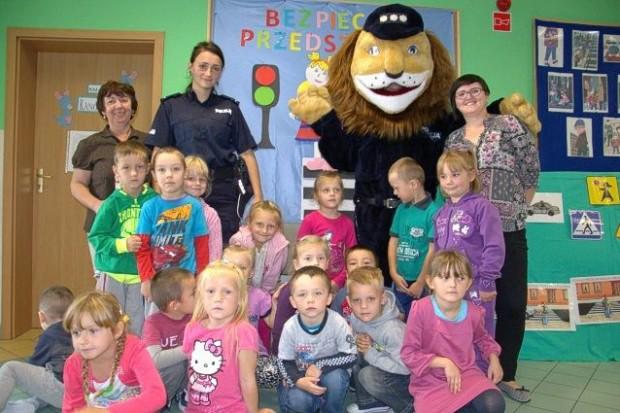 Spotkanie dzielnicowej oraz Komisarza Lwa z dziećmi w Rudnej