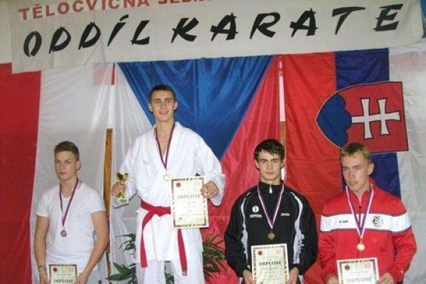 Medalowy turniej legnickich karateków