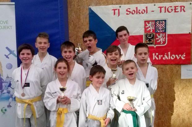 Taekwondocy z 6 medalami czeskiego Sokol Cup