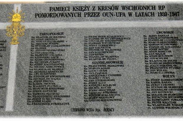 Tablica, upamiętniająca 84 księży pomordowanych na Kresach, odsłonięta