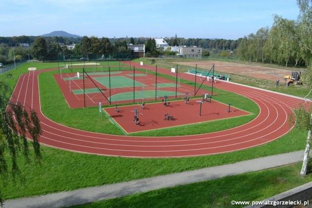 Dobiega końca budowa obiektów sportowych przy szkołach powiatowych