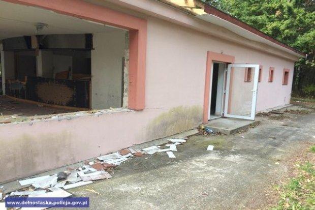 Systematycznie okradali nieczynny ośrodek wypoczynkowy. Kradli... okna, drzwi, elementy dachu