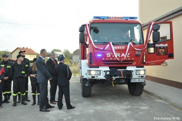 Druhowie z Tomaszowa Bolesławieckiego mają nowy wóz strażacki