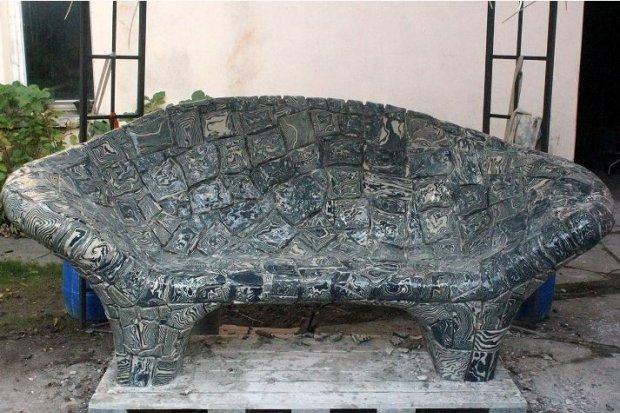 Ceramiczna ławka stanie w Rynku