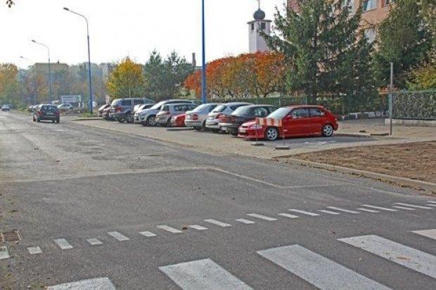 Na nowym parkingu przy Marynarskiej mieszkańcy już parkują samochody