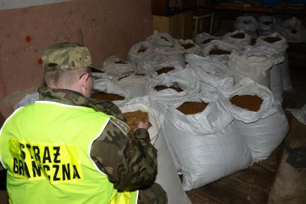 46-latek wpadł z nielegalnym tytoniem, wartym niemal 400 tys. zł