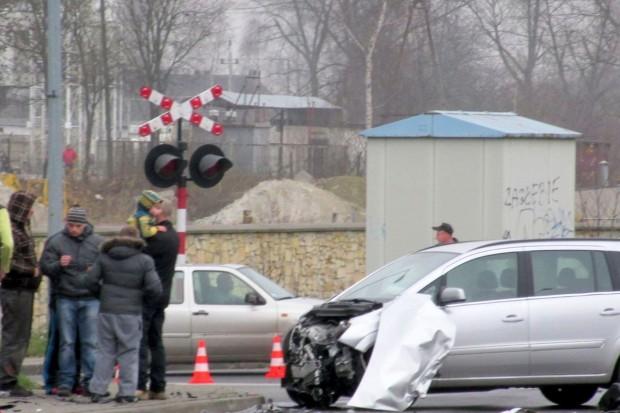 Zderzenie dwóch aut, kierowca VW i 5-latek ranni