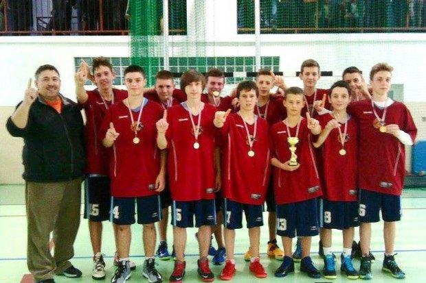 GS nr 1: chłopcy mistrzami, dziewczęta wicemistrzyniami strefy w koszykówce