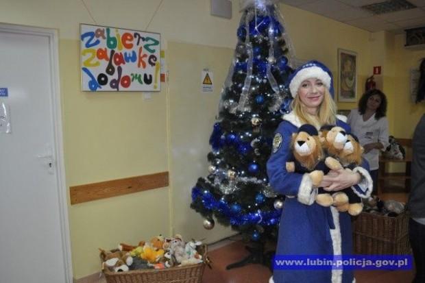 Niebieski Mikołaj z wizytą w szpitalu