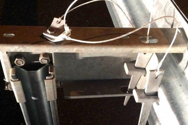GDDKiA - nowe mocowanie barierek na wjazdach awaryjnych na A4