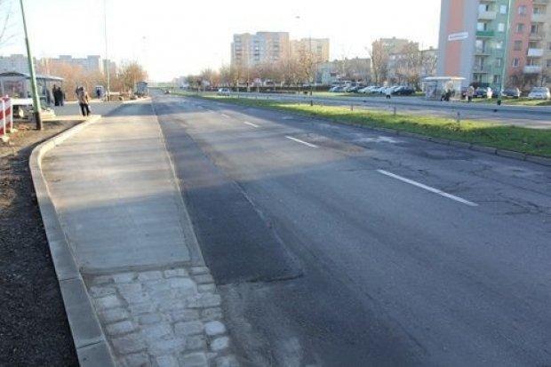 Na Piłsudskiego nowa zatoka z chodnikiem i ścieżką rowerową