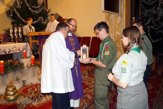 Przekazali Betlejemskie Światło pokoju mieszkańcom Lubina