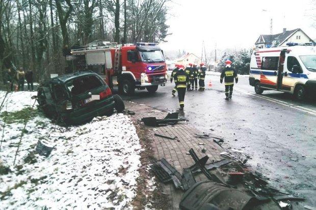 Zderzenie ciężarówki z samochodem osobowym w Osiecznicy