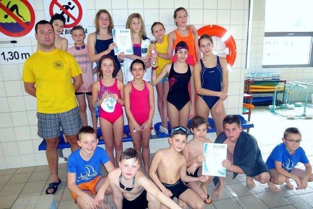 Oxpress i SP nr 4 najlepsze w sztafetach pływackich