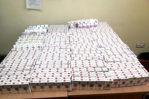 Wpadł z prawie tysiącem paczek nielegalnych papierosów
