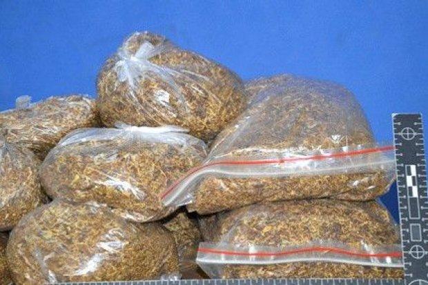 65-latek handlował nielegalnym tytoniem