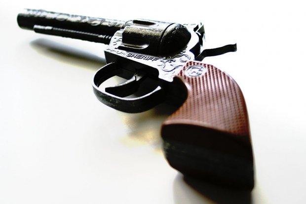 Zabrał dziecku zabawkowy pistolet i... obrabował sklep