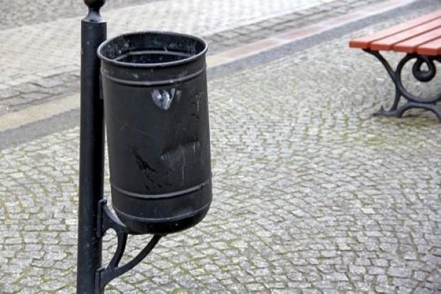 Wyładował złość na śmietnikach w centrum miasta