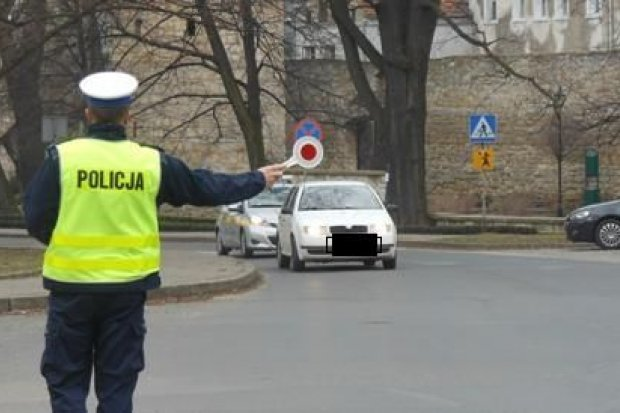 Policja: 96 osób bez zapiętych pasów i 3 pijanych kierowców