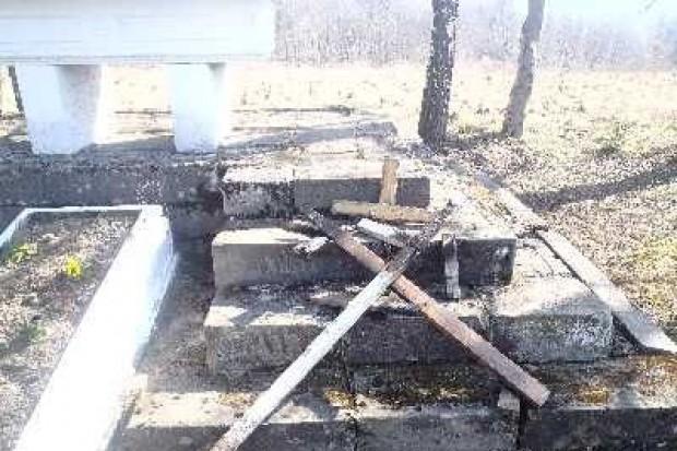 Dwaj 16-latkowie odpowiedzą za zniszczenie 28 nagrobków