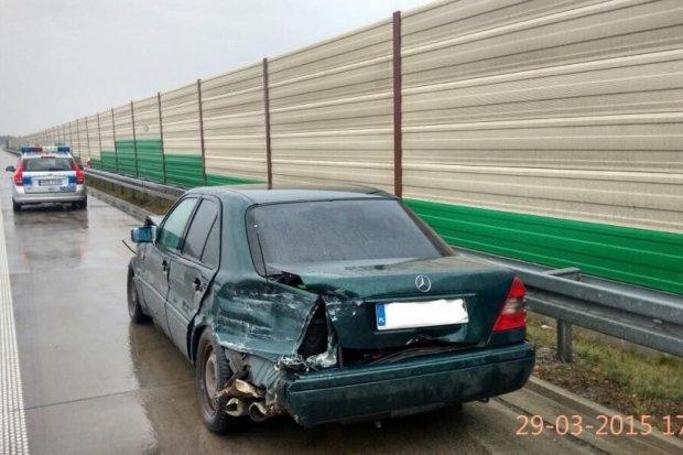 Zderzenie na A4: uderzył w barierę i uciekł