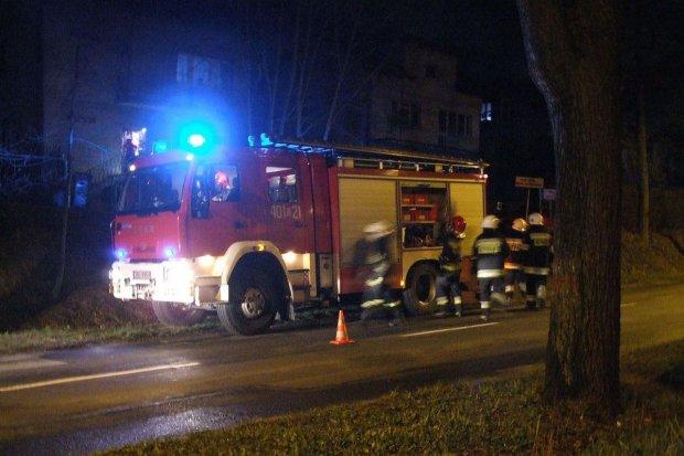 Ogień w kominie na Kosiby