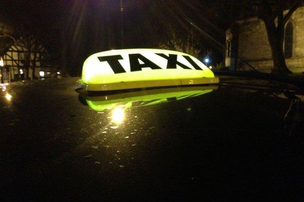 Chcesz wybrać najtańszą taksówkę? Skorzystaj z internetowych kalkulatorów!
