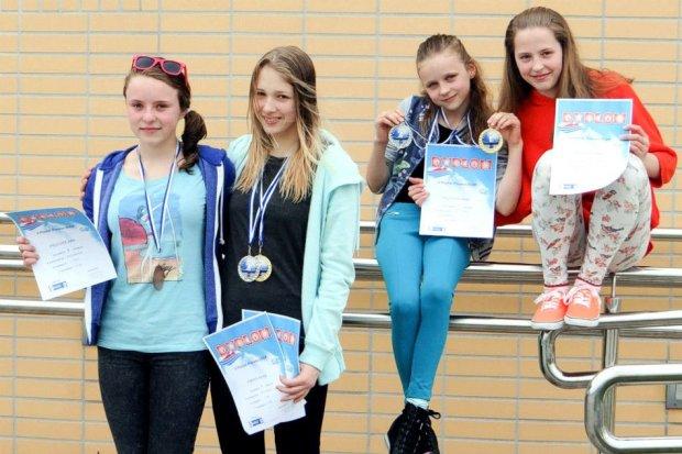 Zawodniczki UKS Oxpress z pięcioma medalami