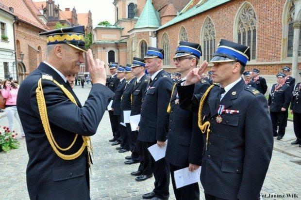 Dzień Strażaka – awanse i odznaczenia dla naszych mundurowych