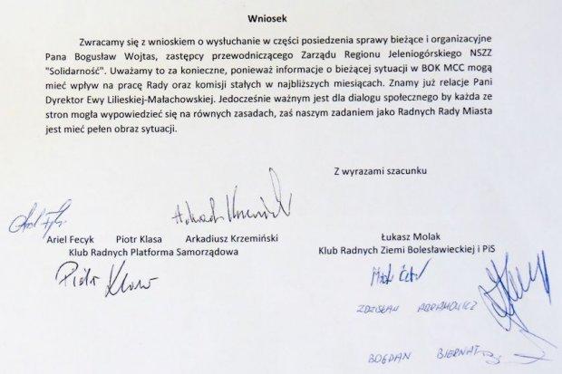 Skandal! Radni nie czytają tego, co podpisują