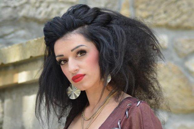 Zobacz, jak czeszą przyszli fryzjerzy - fantazyjne fryzury w teatrze