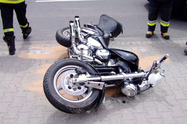 Motocyklista ciężko ranny po zderzeniu z autem
