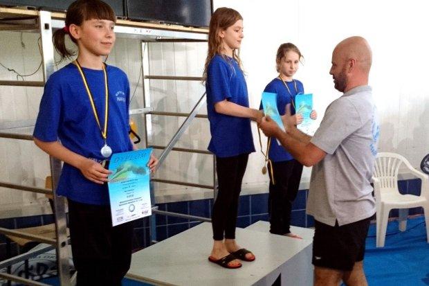 8 medali pływaczek Harpuna Osiecznica