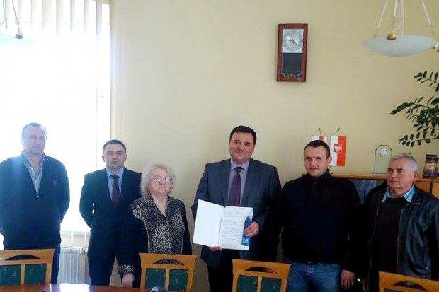 Ruszyła budowa chodnika na ulicach Strzeleckiej i Kaolinowej w Nowogrodźcu