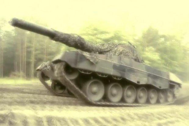 Czołgi Leopardy na poligonie w Żaganiu