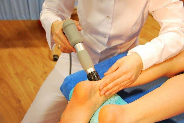 Terapia falą uderzeniową – nowa metoda leczenia ostrogi piętowej