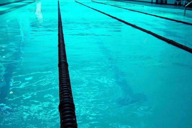 Problem na Orce: kobiety nie myją się przed wejściem do basenu