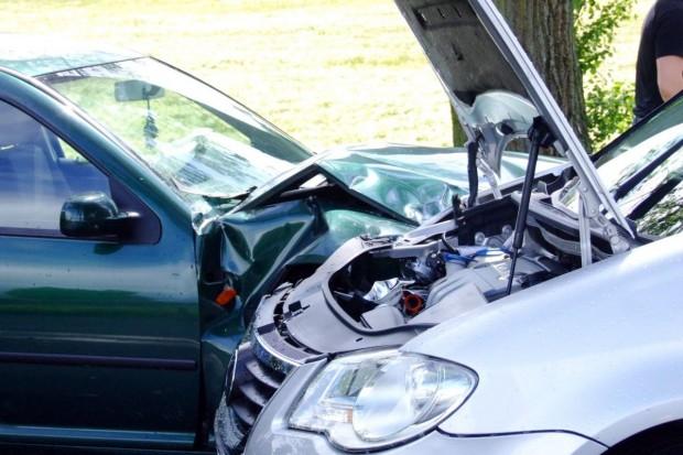 Czołowe zderzenie dwóch Volkswagenów