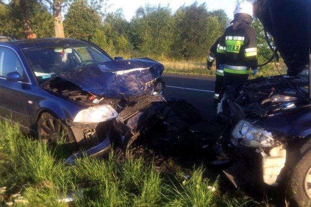 Zderzenie dwóch aut w Nawojowie Łużyckim – jedna osoba ranna