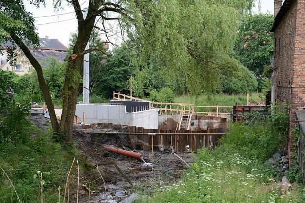 Budowa mostu w Parowej może się przedłużyć o ok. 1,5 miesiąca