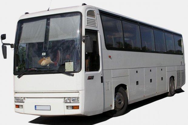 Kierowca autobusu zostawił Rosjankę na stacji benzynowej. Kobieta zawiadomiła policję