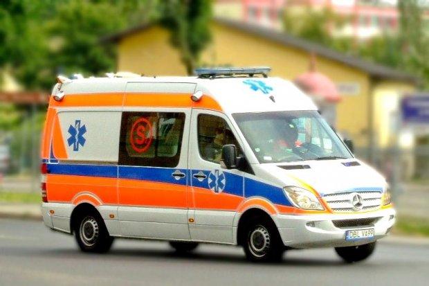 Wypadek w Iwinach. Pasażerka Opla ranna