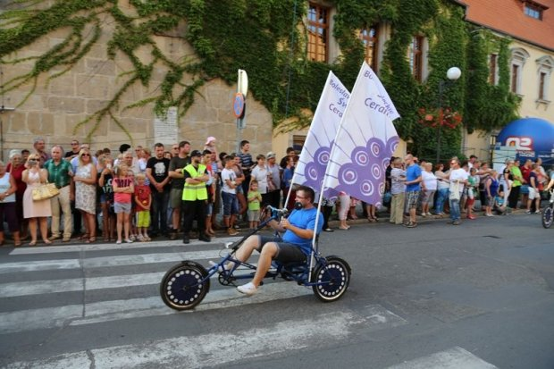 Skołowane stempelki na paradzie we Lwówku