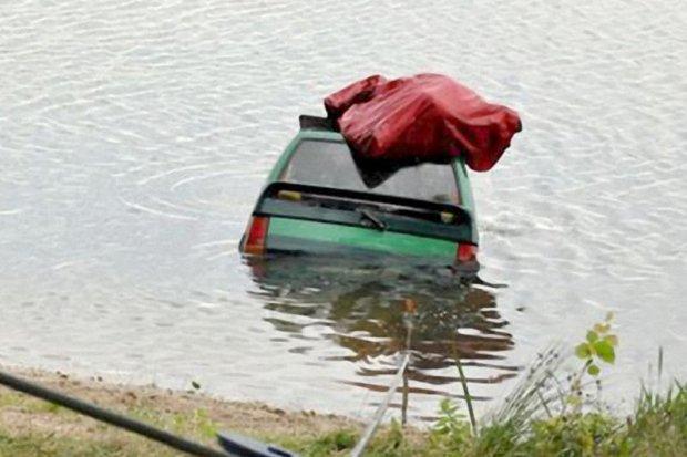 Wyciągnęli auto ze żwirowni z głębokości 8 metrów
