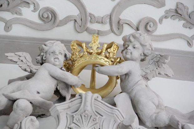 Złocone korony wróciły do Sali Królewskiej