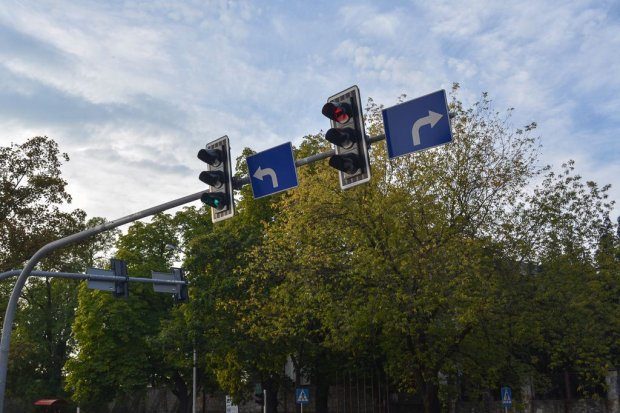 Sygnalizacja świetlna koło Carrefoura już działa. Jest lepiej czy gorzej?