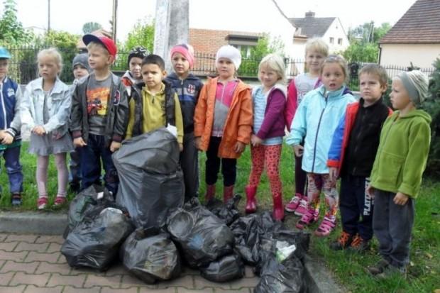 Przedszkolaki z Rudnej sprzątały świat