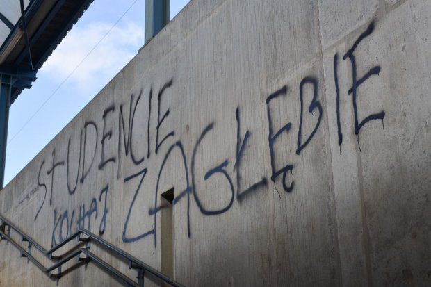 Wandale niszczą dworzec PKP