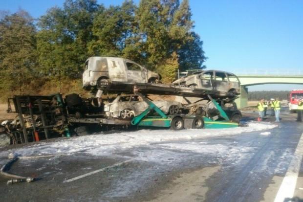 Pożar lawety na A4, kilka aut spłonęło, trzy osoby ranne